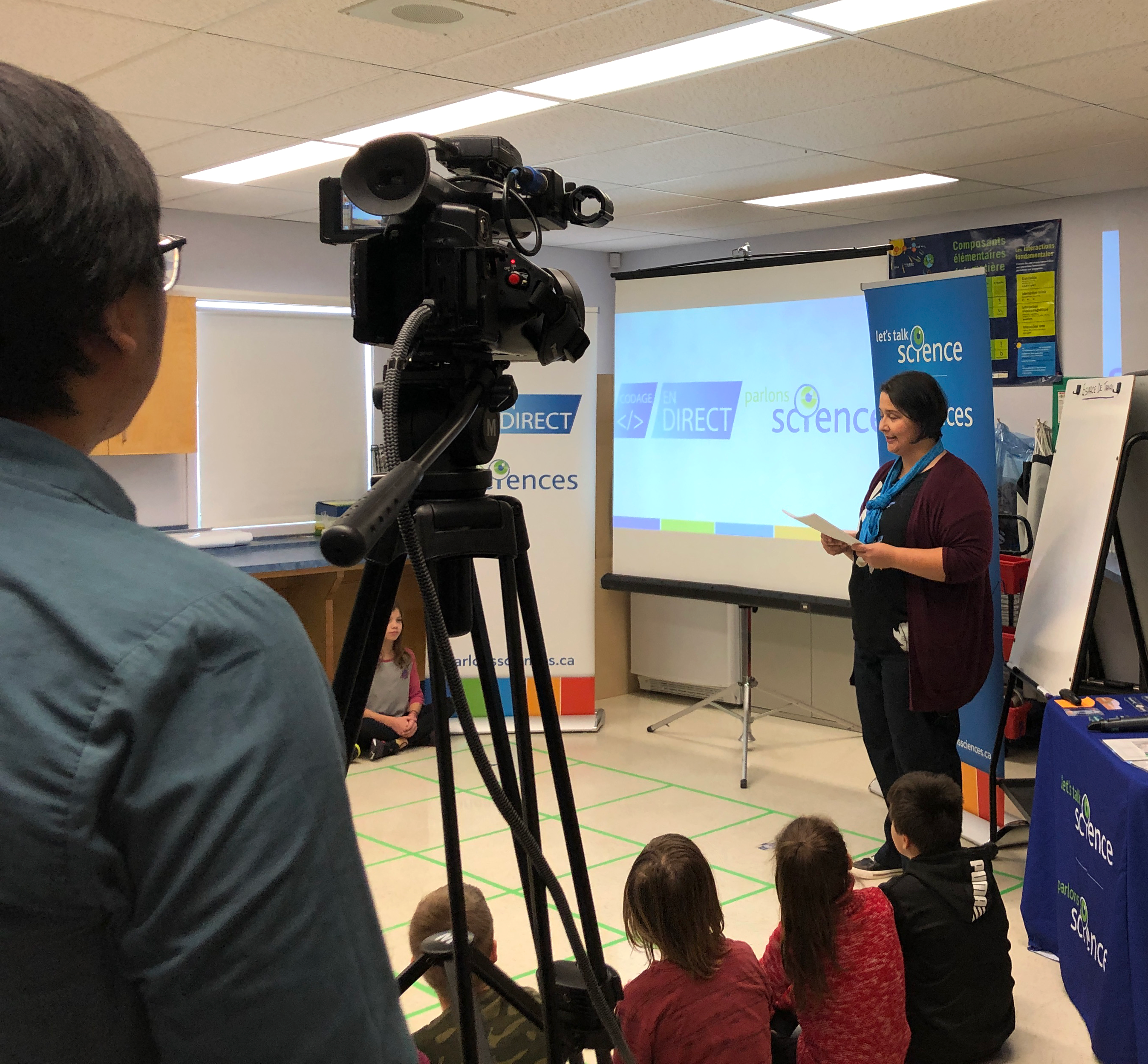Stephanie Gaudet being filmed in her classroom during a Codage en direct professional learning broadcast
