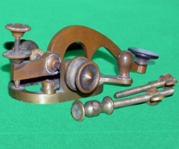 Telegraph key used in Metcalfe, Ontario telegraph office (Ingenium)