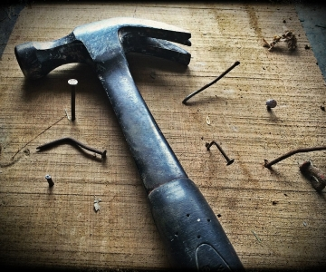 Hammer and nails ©Andy Gries, Pixabay
