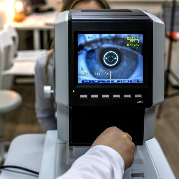 Ophthalmic imaging equipment